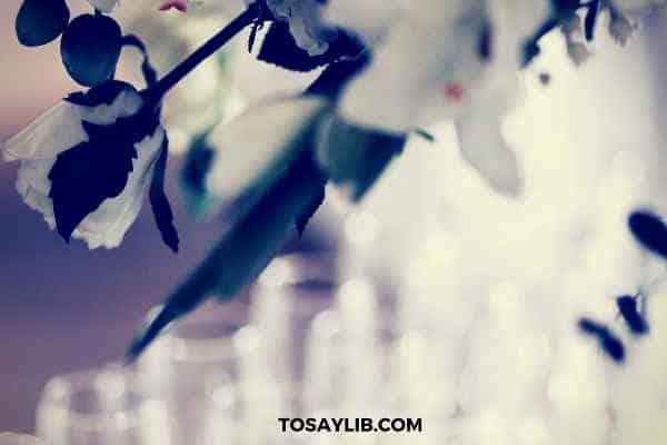 white flower wine glasses wedding banquet