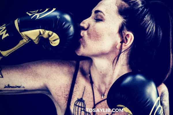 woman boxing kissing her boxing glove