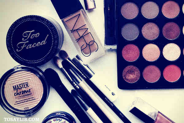 brushes eyeliners palette of eyeshadow