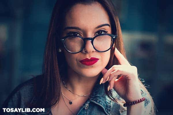 13 Portrait of a seriou woman wearing eyeglasses