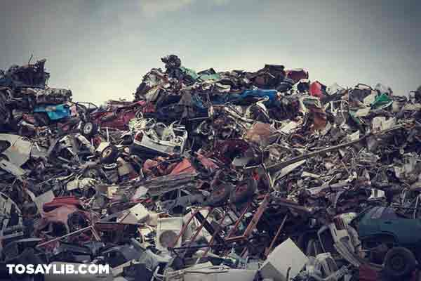 28 Photo of a scrapyard full of junk