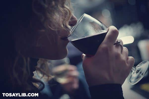 01 woman drinking a glass of wine