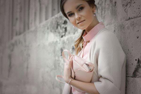 19-featured-Girl-holding-a-handbag