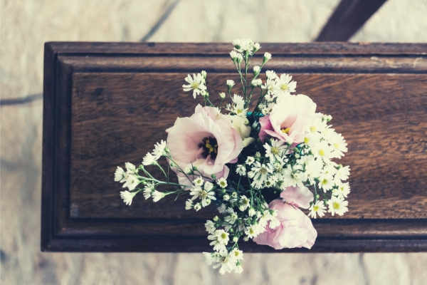 feature-ladies-breath-bouquet-pink-flowers-on-brown-wood