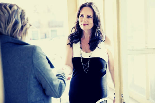 02-feature-woman-black-and-white-dress-shake-hands-with-woman-grey-coat-job-interview