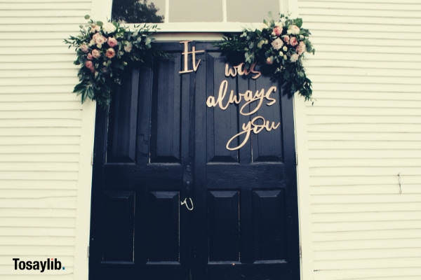 door text white wall bouquet