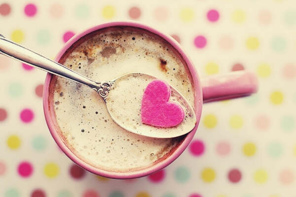 Feature-beverage-breakfast-close-up-cocoa-heart-coffee