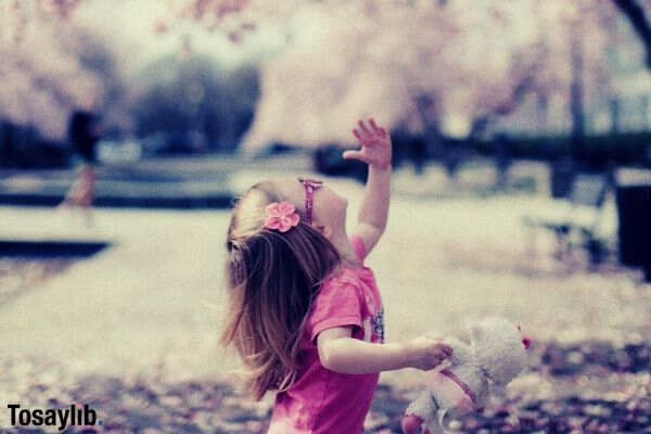 07 endP cherry blossom little girl holding doll pink clothes