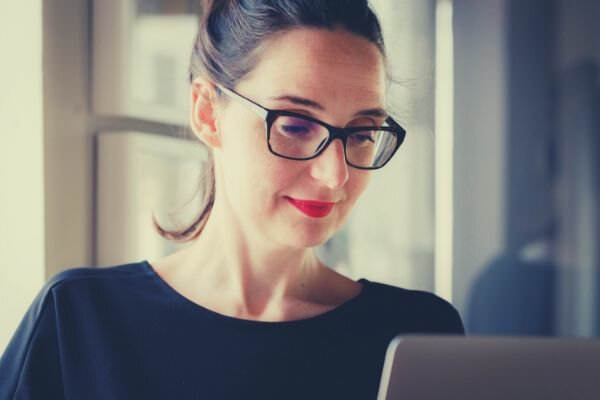 feature-woman-in-black-wearing-black-eyeglass-looking-at-the-screen