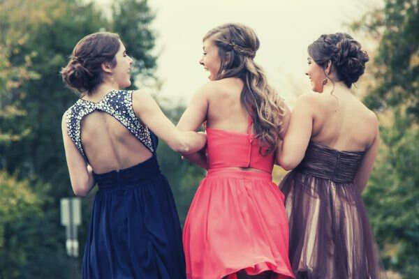 feature-3-girls-linking-arms-laughing