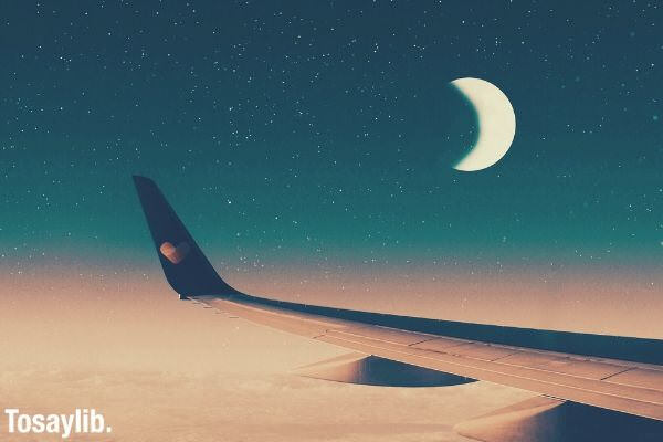 plane_moon