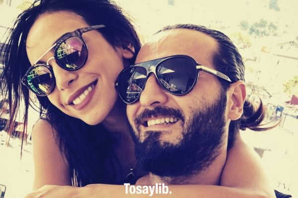 couple back hug smile sun glasses