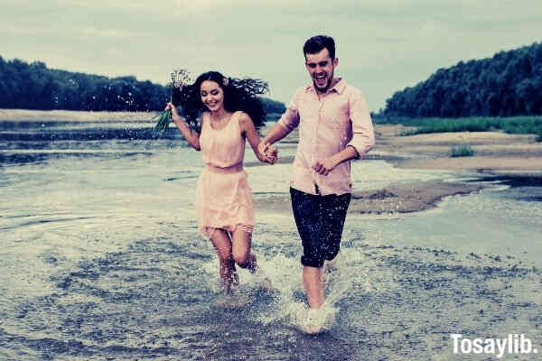 couple running river flower wearing pink