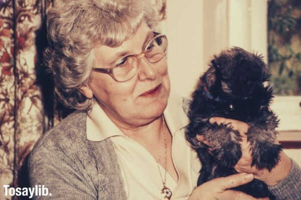 old_woman_holding_puppy