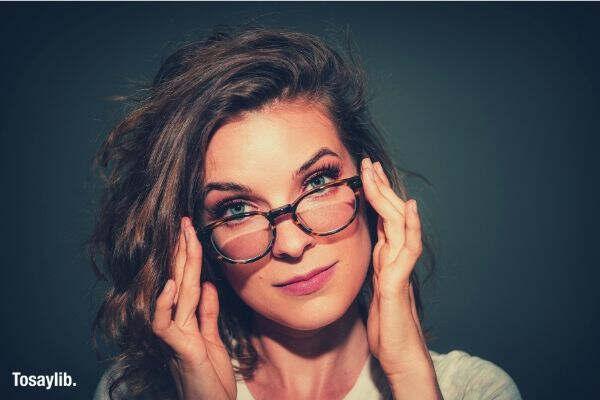 woman wearing eye glasses