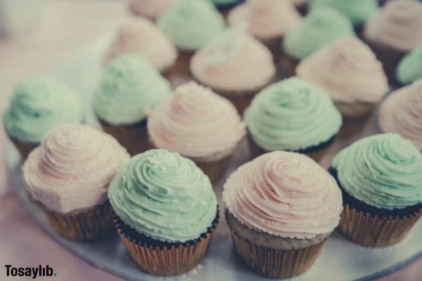 pink green cupcakes