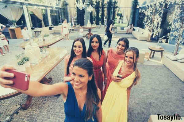 photography love girls wedding picture video watching bridesmaid selfie
