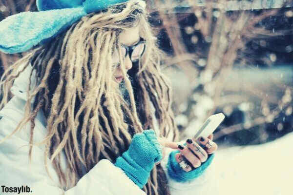girl using phone winter