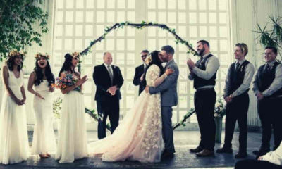 bride-groom-kiss-bridesmaid-groomsmen-clap-hands