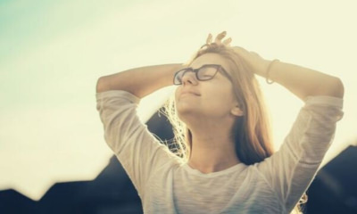 girl-eyeglass-looking-up-sunshine