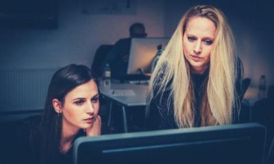 feature-women-teamwork-team-business