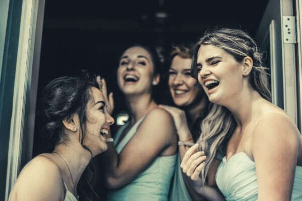 bridesmaid-photo-happy-smile-laugh