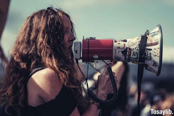 girl megaphone curly
