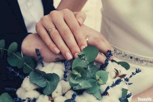 newly wed couple holding hands bouquet of flower