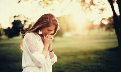 woman-praying-on-fields