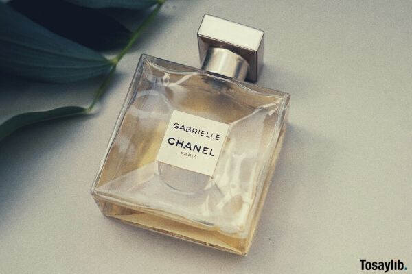 perfume chanel leaves green