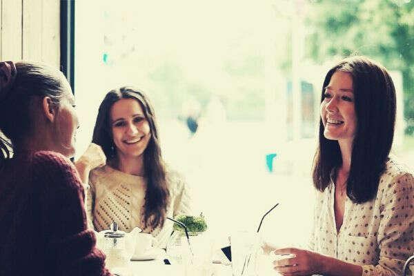 women-eating-together-cafe