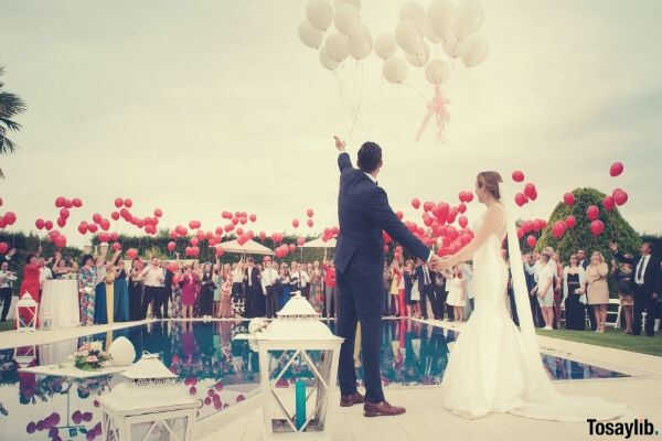 balloons red white pool bride couple guest