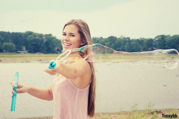 summer bubbles lady making bubbles
