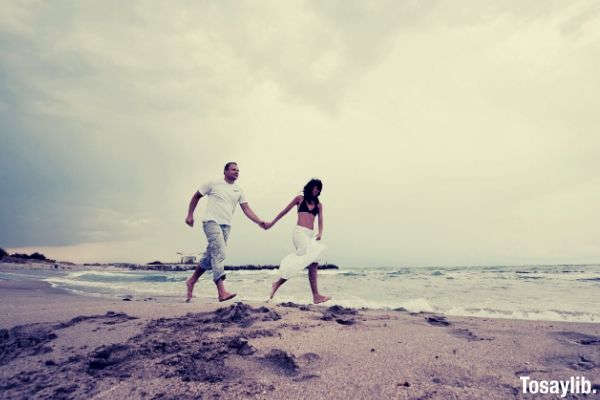 beach couple love lovers young couple married couple sandy beach beach lovers couple in love