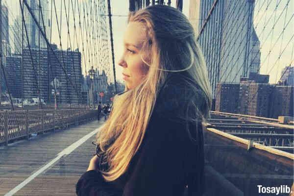 03 woman on the bridge watching
