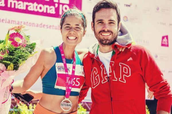 smiling-woman-winning-the-race