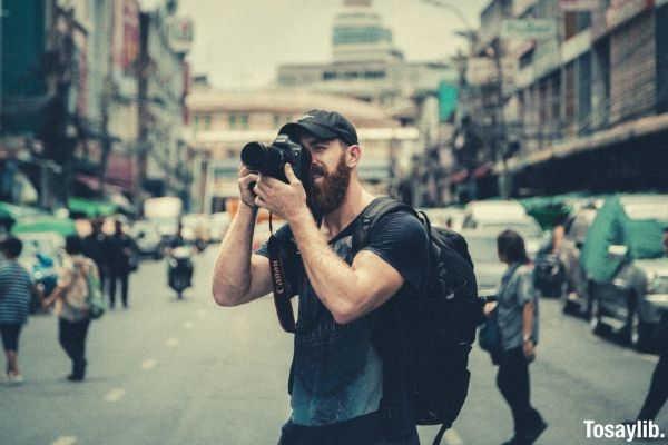 shallow focus of man photography using DSLR