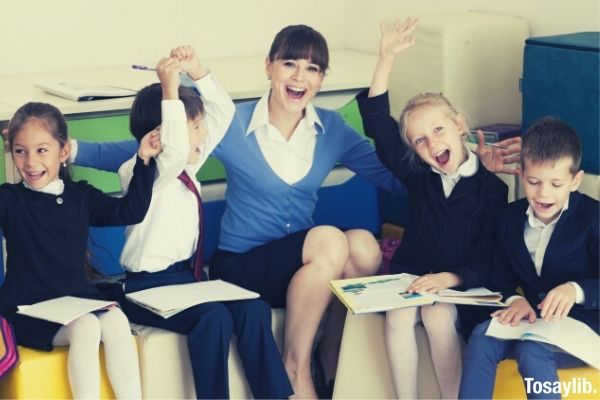 elementary-school-students-and-teacher-sitting-in-a-cube-cushion