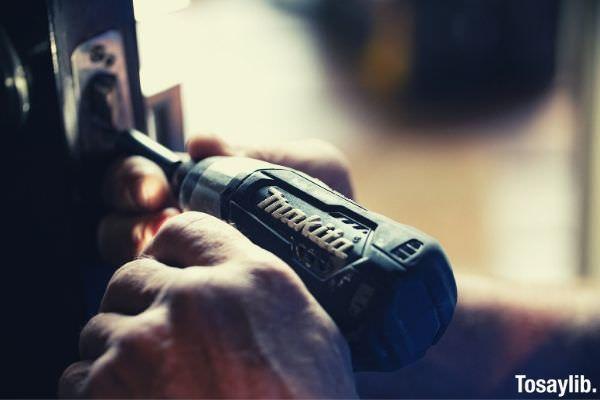 blue makita power drill