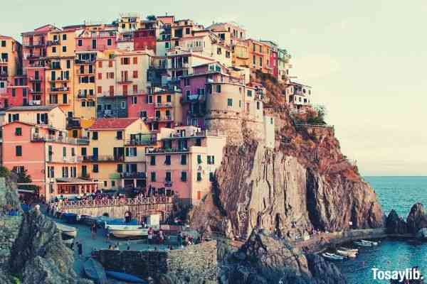 manarola italy village cliff