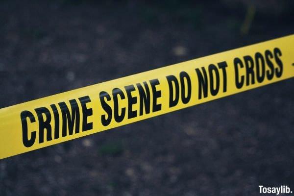 07 crime scene do not cross signage
