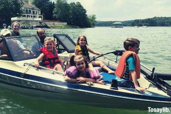 boat lake lake cruise boating boating lake family fun summer at the lake