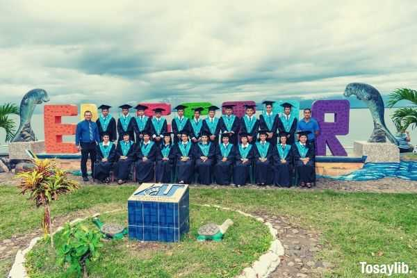 class graduate photo unibersidad rural de guatemala