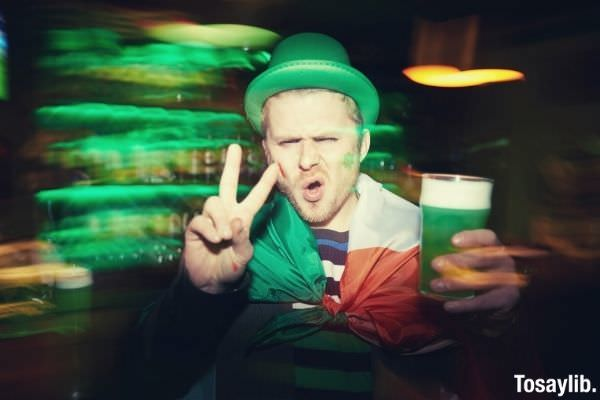 man peace sign photo holding a drink saint patrick s day costume