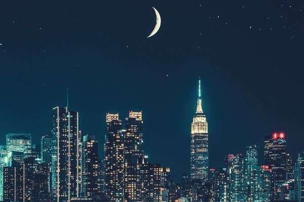 photo-of-city-during-night-moon-skycrapers-words-to-describe-night