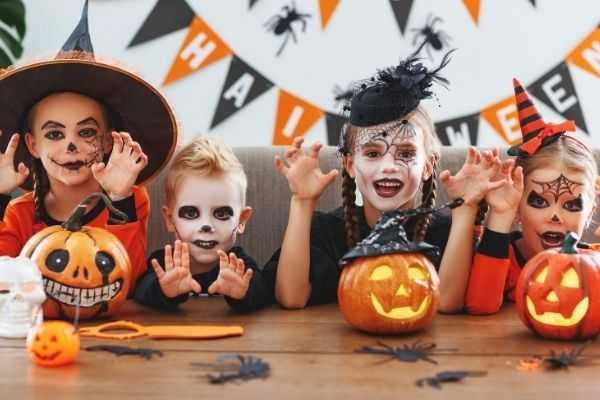 09 happy halloween group children suits pumpkins