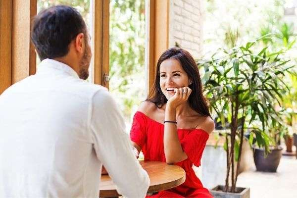 woman looking man on date cafe