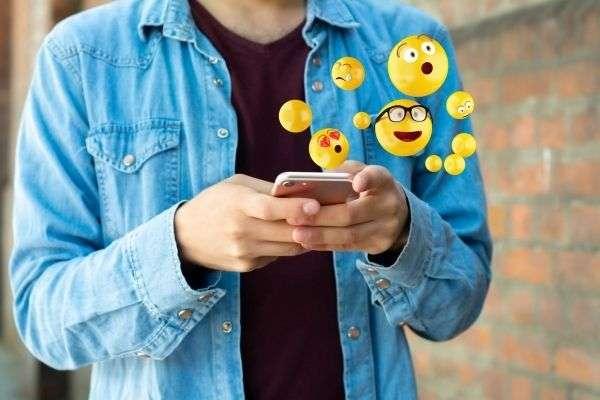 08 close up picture of man using smartphone sending emojis